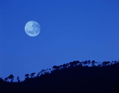 小倉山と月