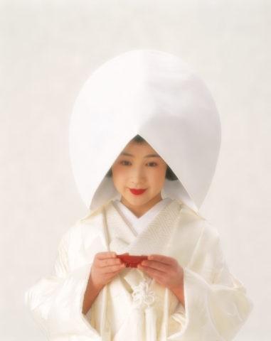 S 杯を持つ綿帽子の花嫁