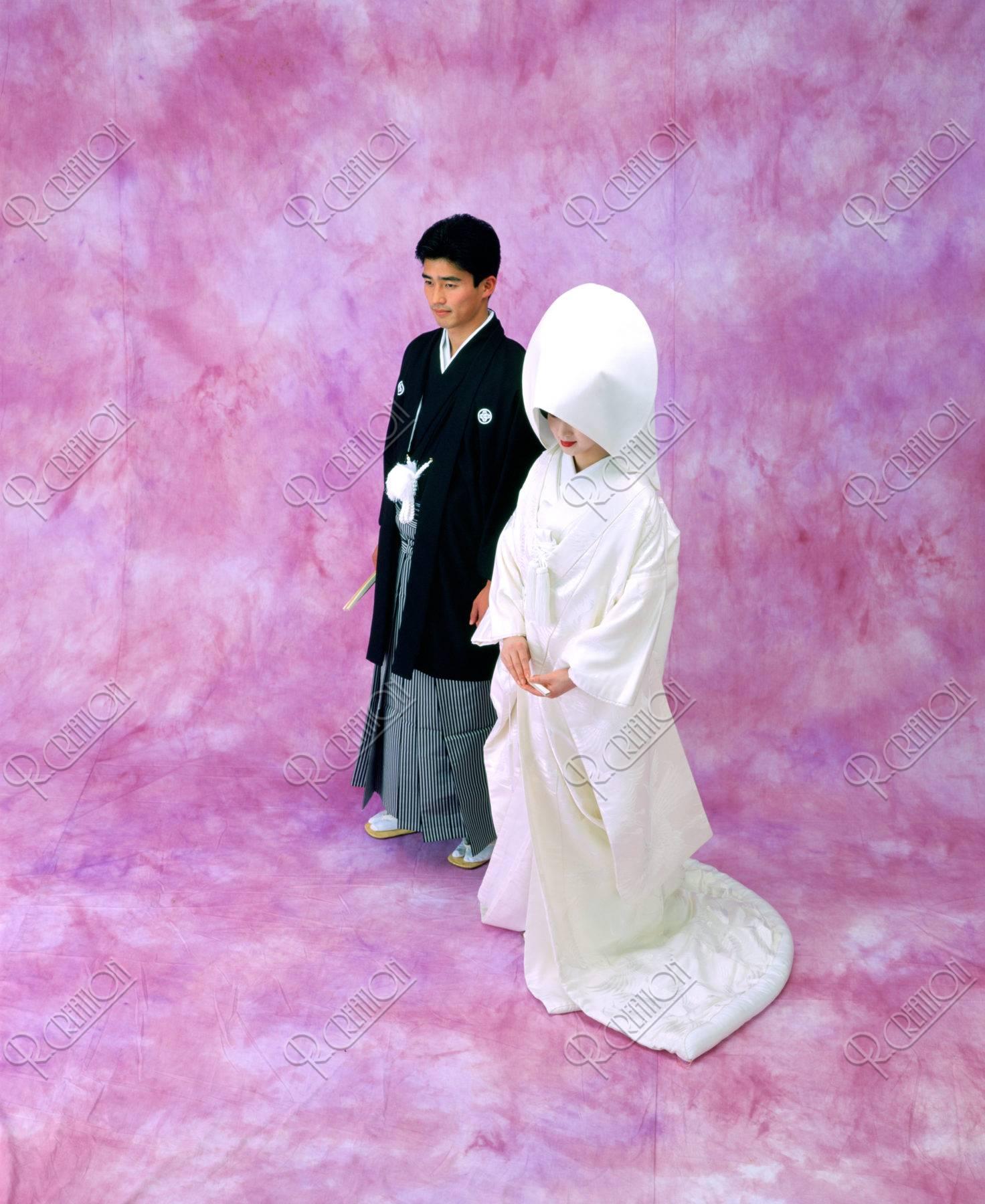 綿帽子の花嫁と花婿