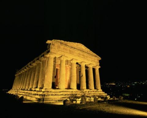 アグリジェントコンコルディア神殿夜景