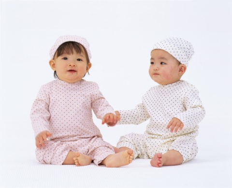 2人の赤ちゃん