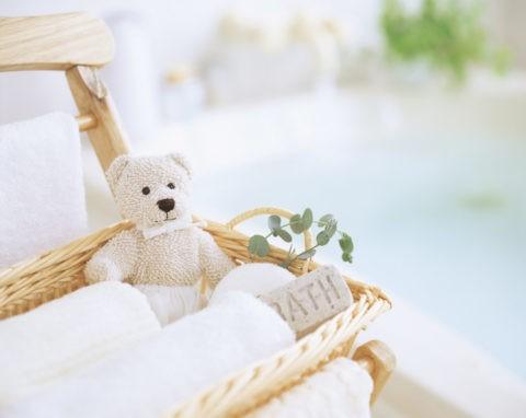 クマの人形とタオル