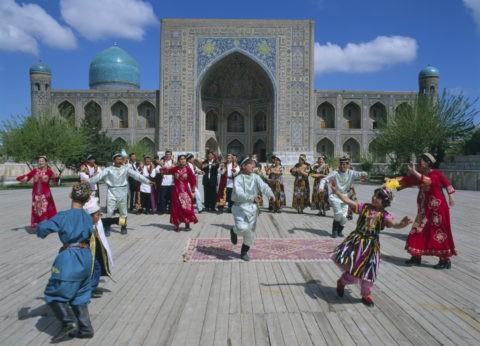 レギスタン広場 民俗舞踊
