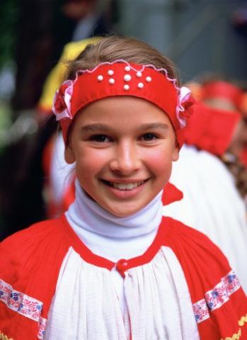 民族衣装の子供L