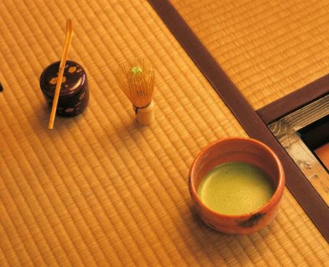なつめと茶筌と茶碗