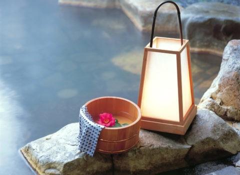桶と行燈 露天風呂