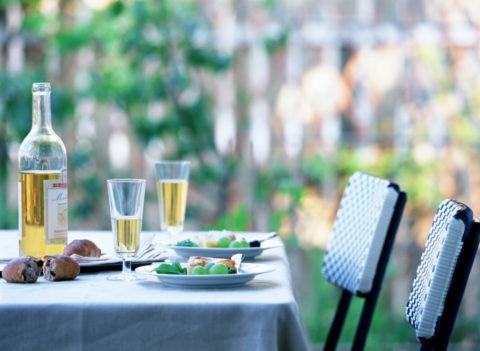 ガーデンパーティのテーブル