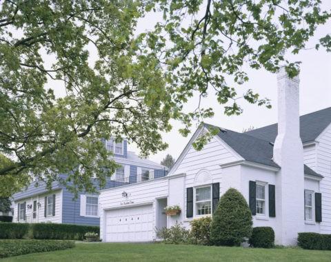 新緑と白い家 N.Y. 州
