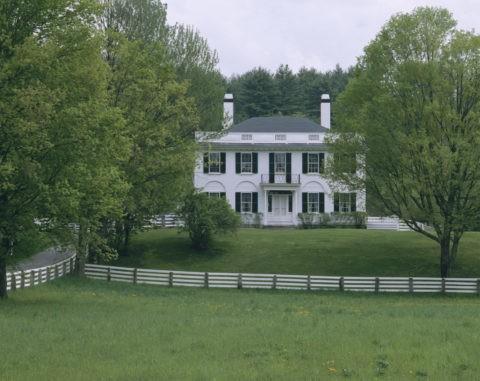 白い柵と白い家 N.H.州
