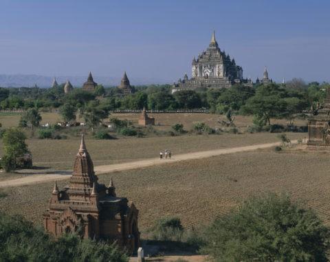 タビニュ寺院とバガン遺跡