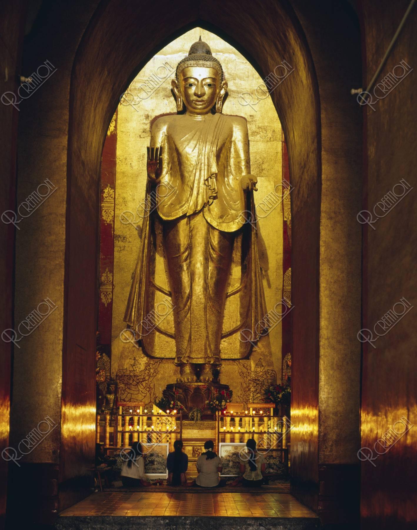 アーナンダ寺院内部の仏像