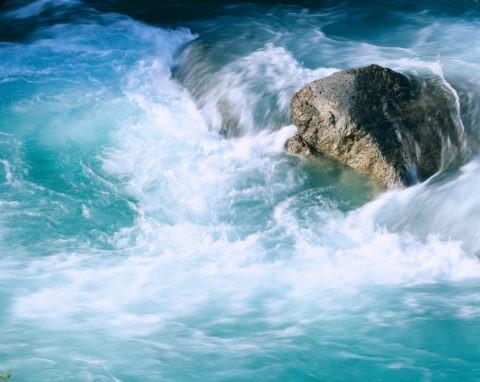 岩と流れ 抱返り渓谷