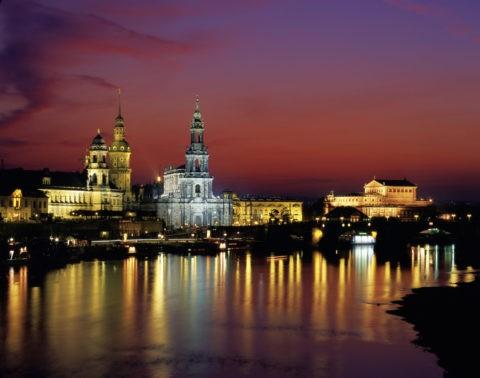 旧市街とエルベ川の夕景 世界遺産