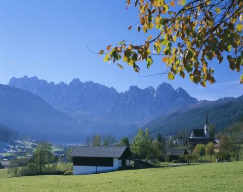 秋のゴーザウ村とダッハシュタイン W