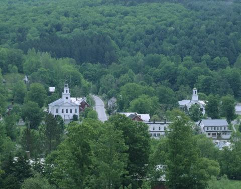 2つの教会のある町