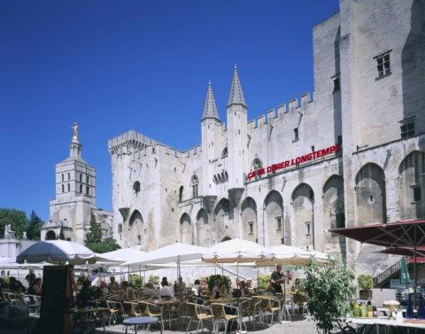 アヴィニョン 法王庁宮殿とカフェ W