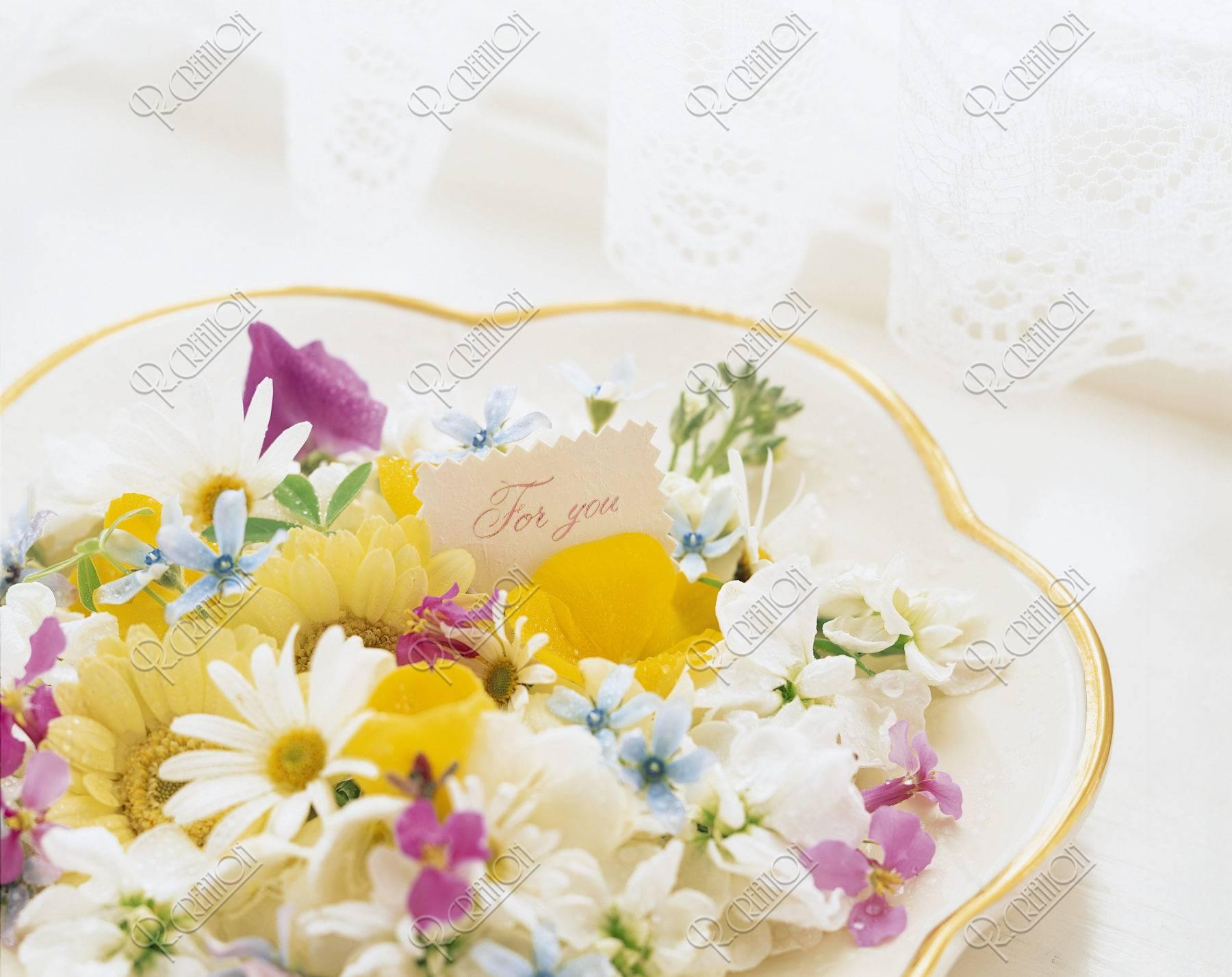 ギフトイメージお皿の上の花