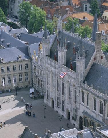 市庁舎と街並