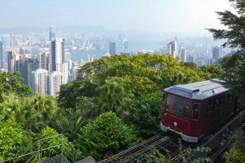 ピークトラムと香港島の街並み
