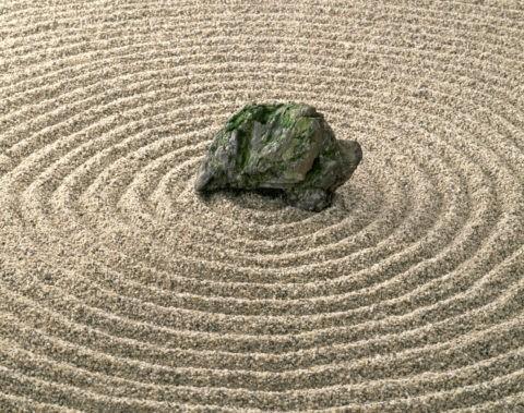 砂の輪と石