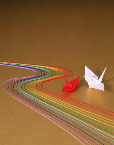 和風イメージ川と折鶴