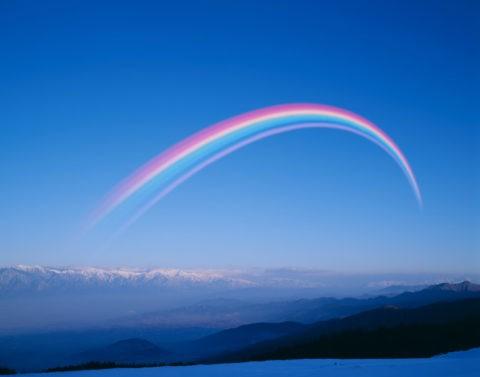 新雪の北アルプスと虹
