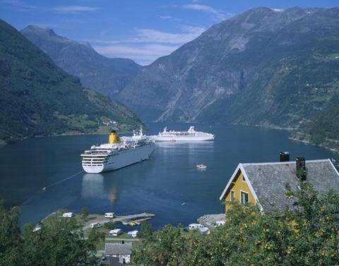 客船とゲイランゲルフィヨルド