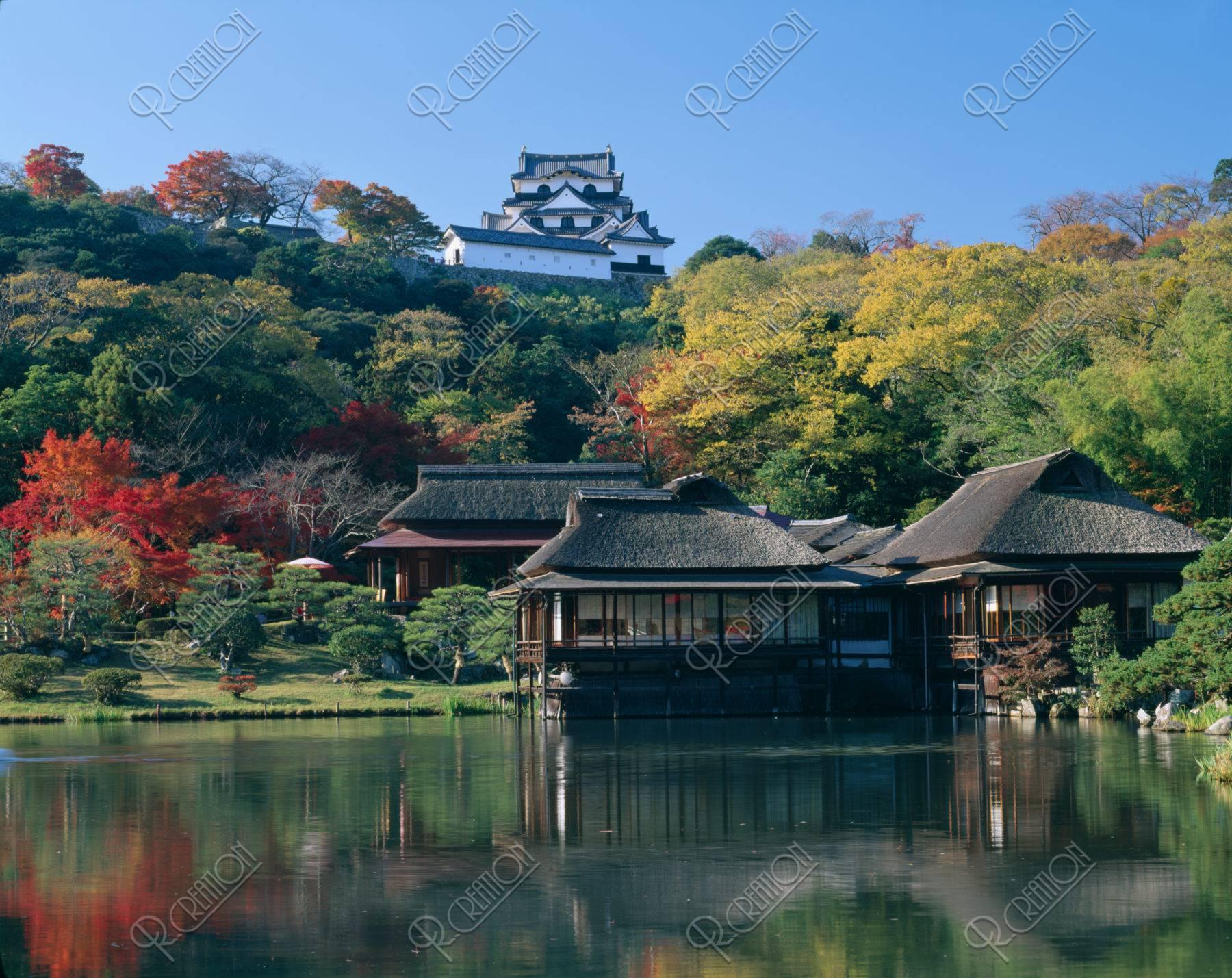 秋の玄宮園と彦根城