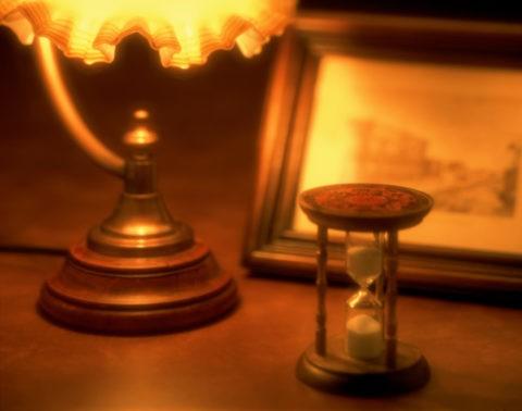 アンバーの砂時計とランプ
