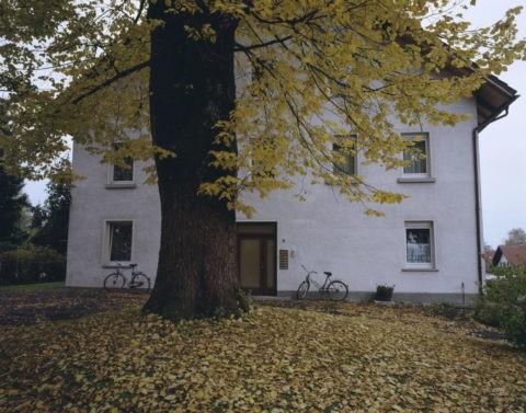 秋の民家 スイス