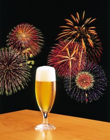 花火とビール(合成)