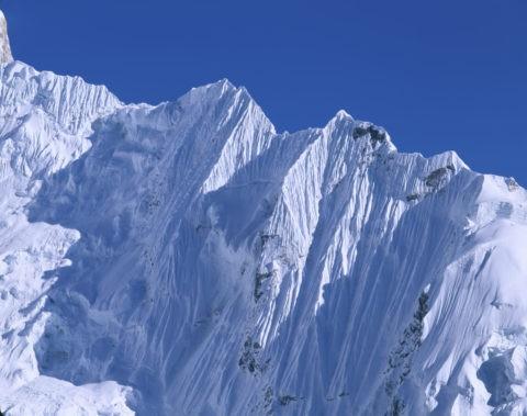 ヌプツェ山陵のヒマラヤひだ