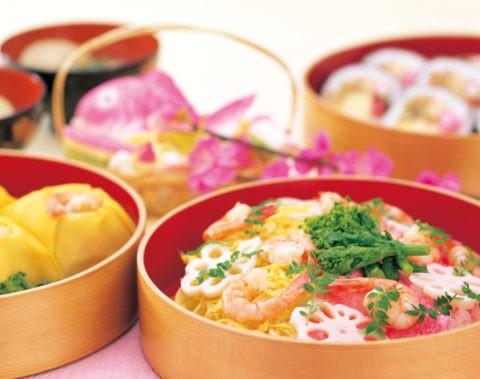 3種類の寿司と蛤のすまし汁