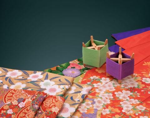 和風イメージ 着物と帯と糸巻