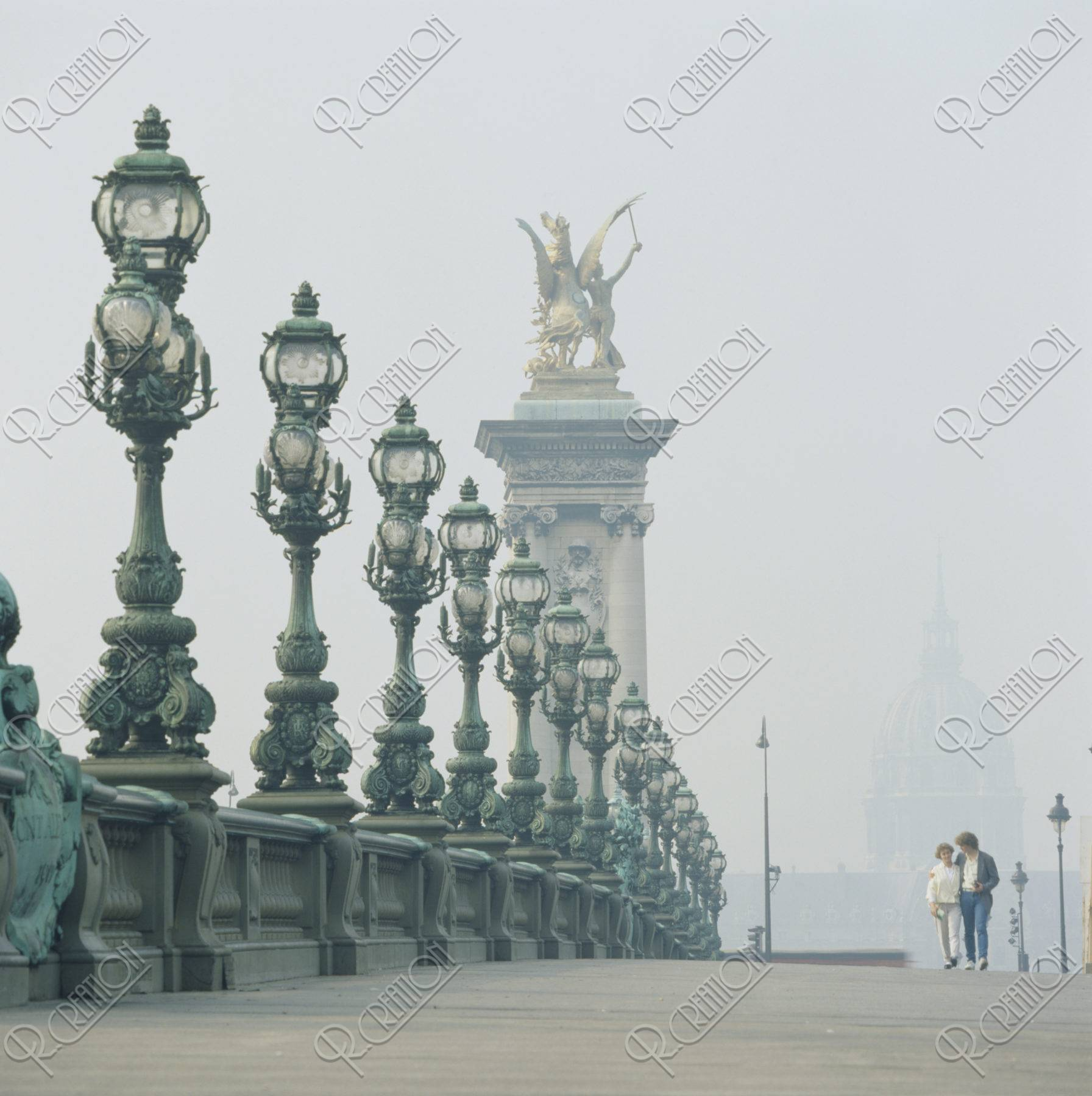 アレキサンドリア3世橋 パリ フランス