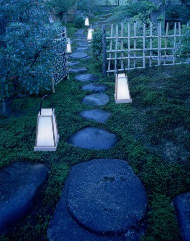 飛び石と行燈