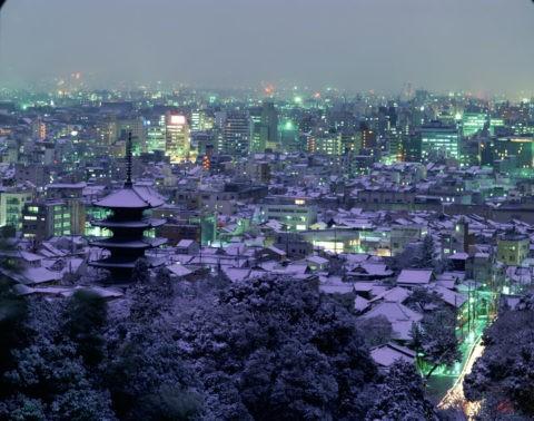 市内雪景 八坂の塔