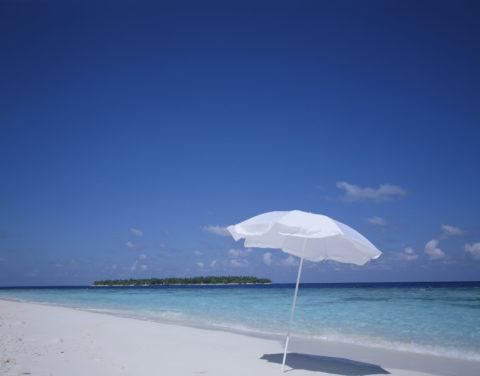 浜辺とパラソル モルジブ