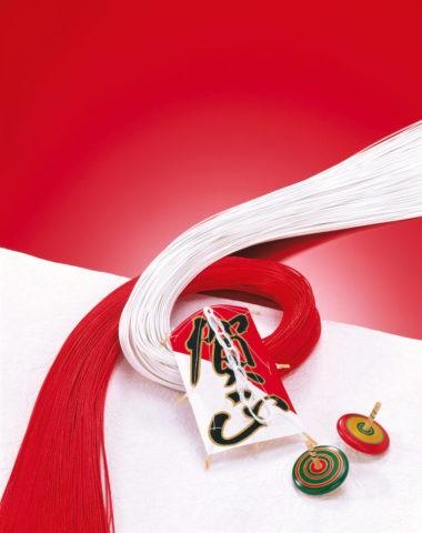 紅白の水引と凧 正月イメージ