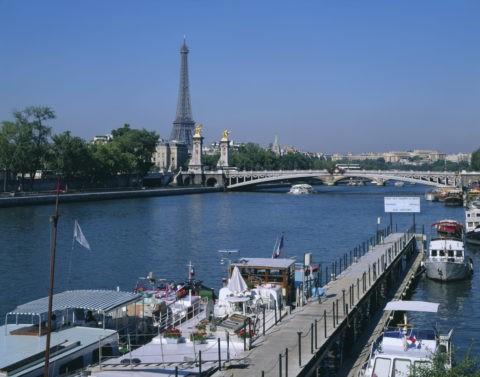 セーヌ川とエッフェル塔