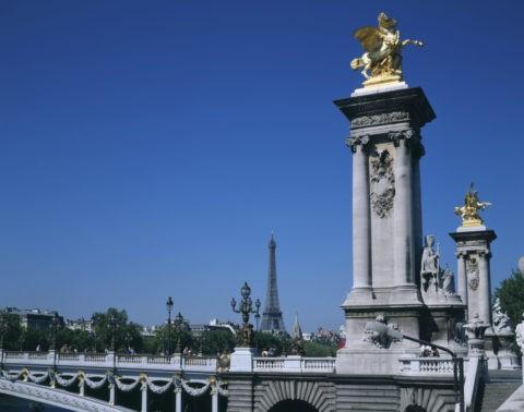 アレクサンドル3世橋とエッフェル塔