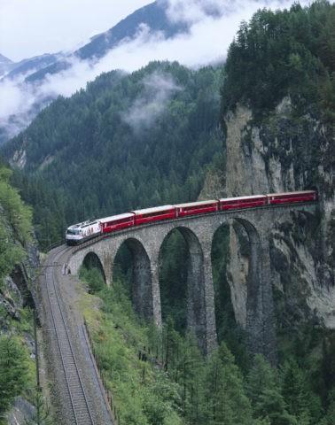 ランドバッサー橋とツエルマット行電車