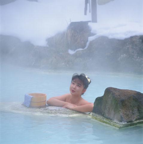 露天風呂にはいる女性