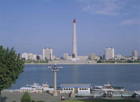 大同江とチュチェ思想塔 平壌 北朝鮮