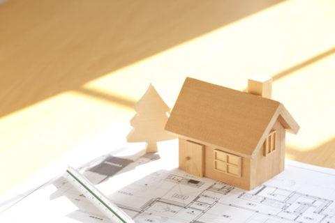 ミニチュアの家と設計図