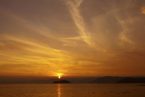 琵琶湖竹生島夕日