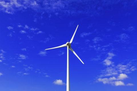 青空と風力発電風車