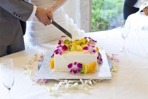 ウエディングケーキの入刀