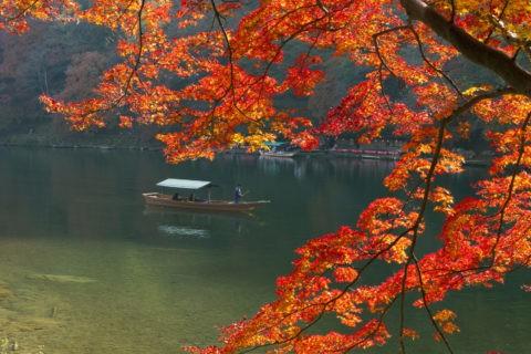 嵐山 紅葉と屋形船
