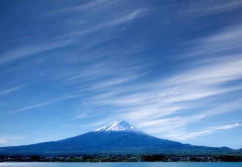 富士山と筋雲